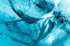 Slut f?r makro f?r istexturbakgrund upp i solljus H?rliga abstrakta modeller av djupfryst vatten arkivfoto