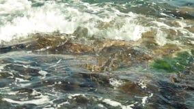 Slut som sjuder upp havvatten arkivfilmer