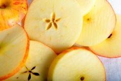 Slut upp av äppleskivor Royaltyfri Fotografi