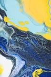 slut upp av abstrakt textur med guling- och blåttakrylmålarfärg Royaltyfria Bilder