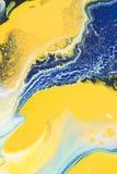 slut upp av abstrakt textur med guling- och blåttakrylmålarfärg Arkivbilder