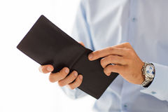Slut upp av affärsmanhänder som rymmer den öppna plånboken Royaltyfri Bild