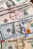 Slut upp av amerikanska dollarräkningar för pengar Arkivbild