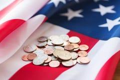 Slut upp av amerikanska flaggan och pengar Royaltyfri Bild