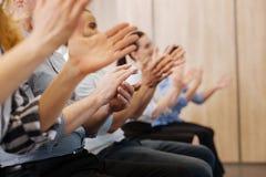 Slut upp av att applådera för folkhänder Fotografering för Bildbyråer