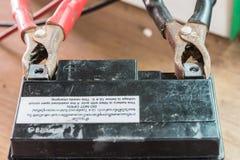 Slut upp av batteriuppladdning Royaltyfri Bild