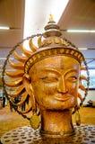 Slut upp av bronsskulptur av Lord Buddha Arkivbilder