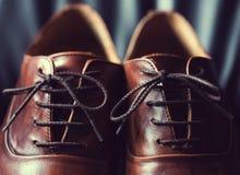 Slut upp av bruna lädermäns skor Royaltyfri Fotografi