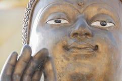 Slut upp av Buddhabildstatyn på Wat Hua Ta Luk, Nakorn Sawan, Royaltyfri Bild