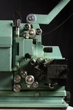 Slut upp av den gamla 8mm filmprojektorn Arkivfoto