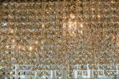 Slut upp av den moderna glass ljuskronan arkivbilder