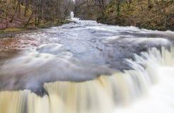 Slut upp av den Sgwd y Bedol vattenfallet På floden Nedd Fechan Sou Arkivfoton