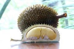 Slut upp av den skalade durianen Fotografering för Bildbyråer