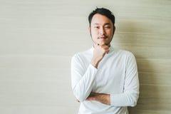 Slut upp av den smarta asiatiska manframsidan för teckendesign Arkivbild