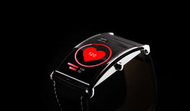 upp av den smarta klockan för svart med symbolen för hjärtahastighet Royaltyfri Fotografi