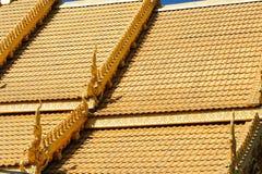 Slut upp av det dekorerade kyrkliga taket av Wat Si Pan Ton Fotografering för Bildbyråer
