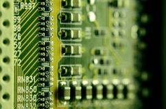 Slut upp av det kulöra mikroströmkretsbrädet abstrakt bakgrundsteknologi Datormekanism i detalj Royaltyfria Bilder