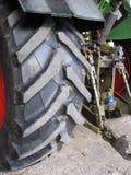 Slut upp av det rubber gummihjulet för industriell medelskurkrollsvart Arkivfoto