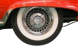 Slut upp av det Whitewall gummihjulet av den klassiska bilen Royaltyfri Fotografi