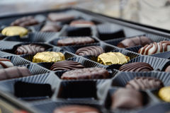 Slut upp av en ask av choklader Royaltyfri Fotografi