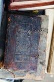 Slut upp av en forntida bok Arkivfoto