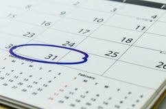 Slut upp av en kalender och en fläck Royaltyfria Bilder