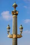 Slut upp av en Paris gatalampa Arkivbild
