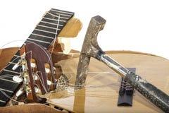 Slut upp av en slagen gitarr Arkivbilder