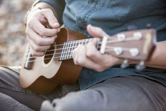 Slut upp av en ukulele fotografering för bildbyråer