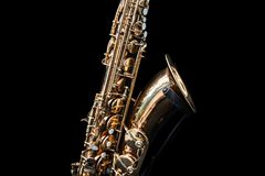 Slut upp av ett guld- saxofonanseende royaltyfria bilder