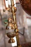 Slut upp av ett kopparflöteljus för frankinscence med klockor Royaltyfri Foto