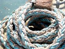 Slut upp av ett rep i port Fotografering för Bildbyråer