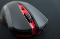 Slut upp av ett snirkelhjul av en trådlös mus Arkivfoton