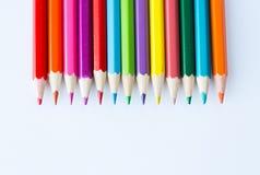 Slut upp av färgpennor eller färgblyertspennor Royaltyfria Bilder