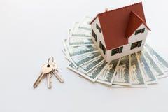 Slut upp av hem- modell-, pengar- och hustangenter Royaltyfria Foton