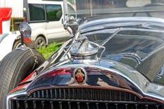 Slut upp av huvprydnaden av den Packard singeln åtta 143 Arkivfoto