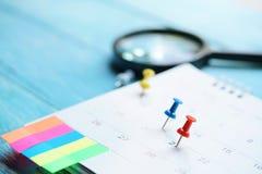 Slut upp av kalendern på tabellen Royaltyfri Fotografi