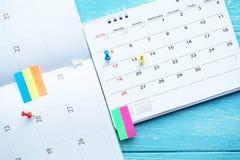 Slut upp av kalendern på tabellen Arkivfoto
