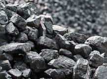 Slut upp av kol Hög av kol Royaltyfria Bilder