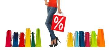 Slut upp av kvinnan med shoppingpåsen Royaltyfria Foton