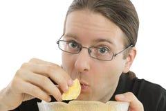 upp av mannen som äter skräpmat Royaltyfri Foto