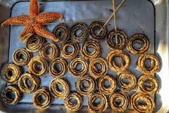Slut upp av några ormar på försäljning på en matmarknad i Kina Fotografering för Bildbyråer