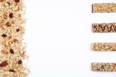 Slut upp av stången för konditionmatmakt med olika sorter av blandade muttrar Vegetariska sötsaker med ingen skada för diagramet  arkivfoto