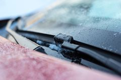 Slut upp av torkare för bilvindrutaregn Royaltyfria Bilder