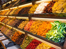 Slut upp av torra frukter på turkisk marknad Royaltyfri Bild