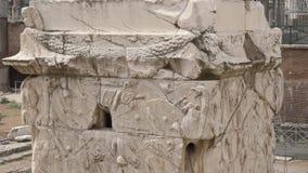Slut upp av Trajans kolonn i Rome arkivfilmer
