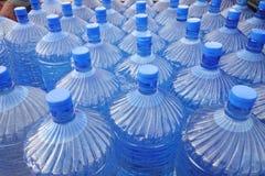 Slut upp av vattenflaskor Arkivbilder