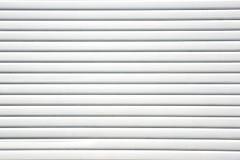 Slut upp bakgrund för textur för dörr för glidbana för ark för vit metall Arkivbild