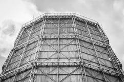 Slut upp den industriella sikten som kyler tornet på den metallurgical växten Royaltyfri Fotografi