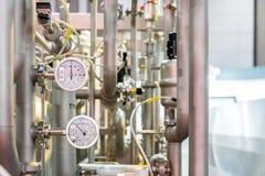 Slut upp den industriella tryckmätaren för hög precision för system för temperatur för kokkärl för ånga för vattenvärmeapparat oc royaltyfri bild
